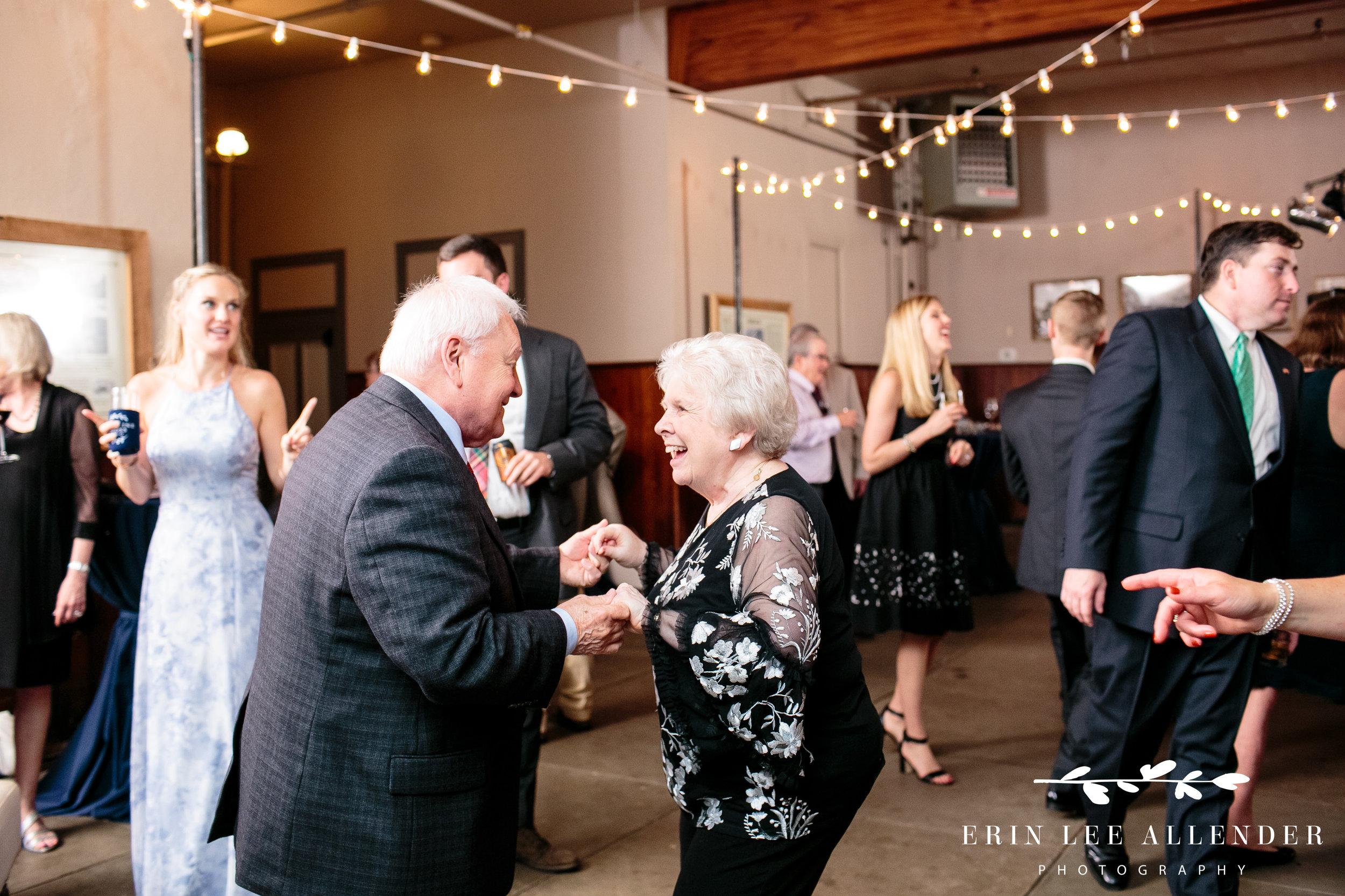 elderly-couple-dancing