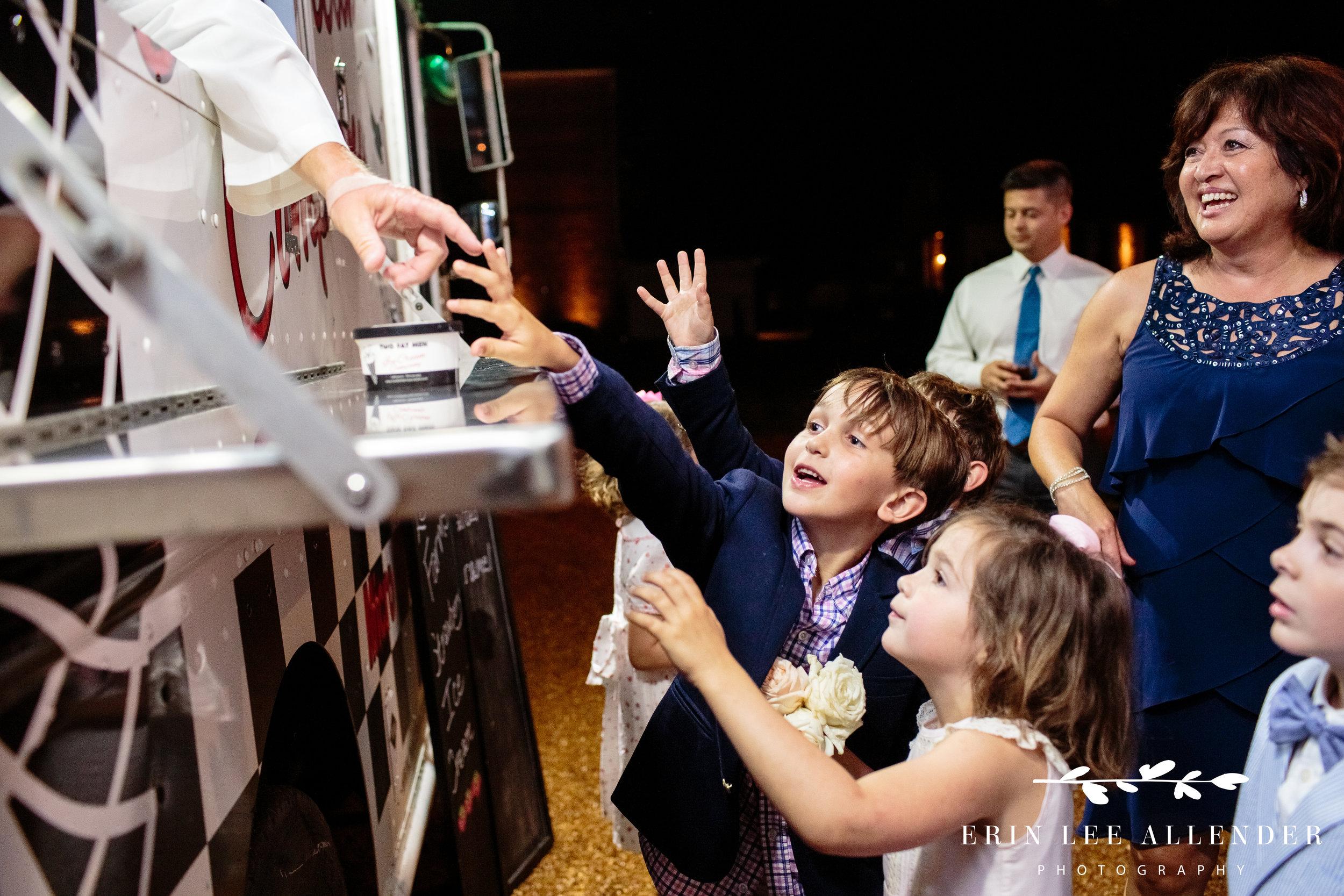 kids-getting-ice-cream