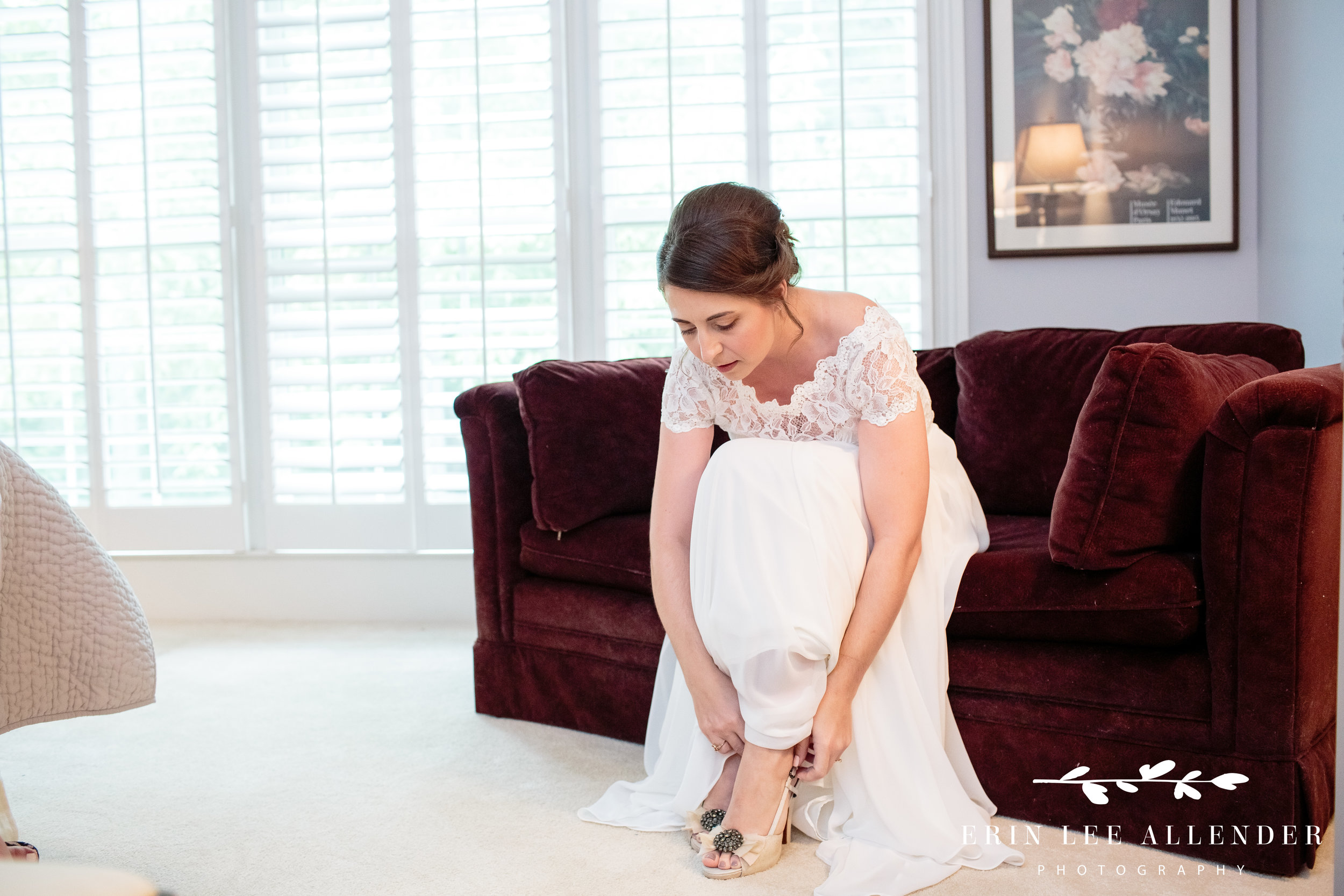 bride-putting-on-her-shoes