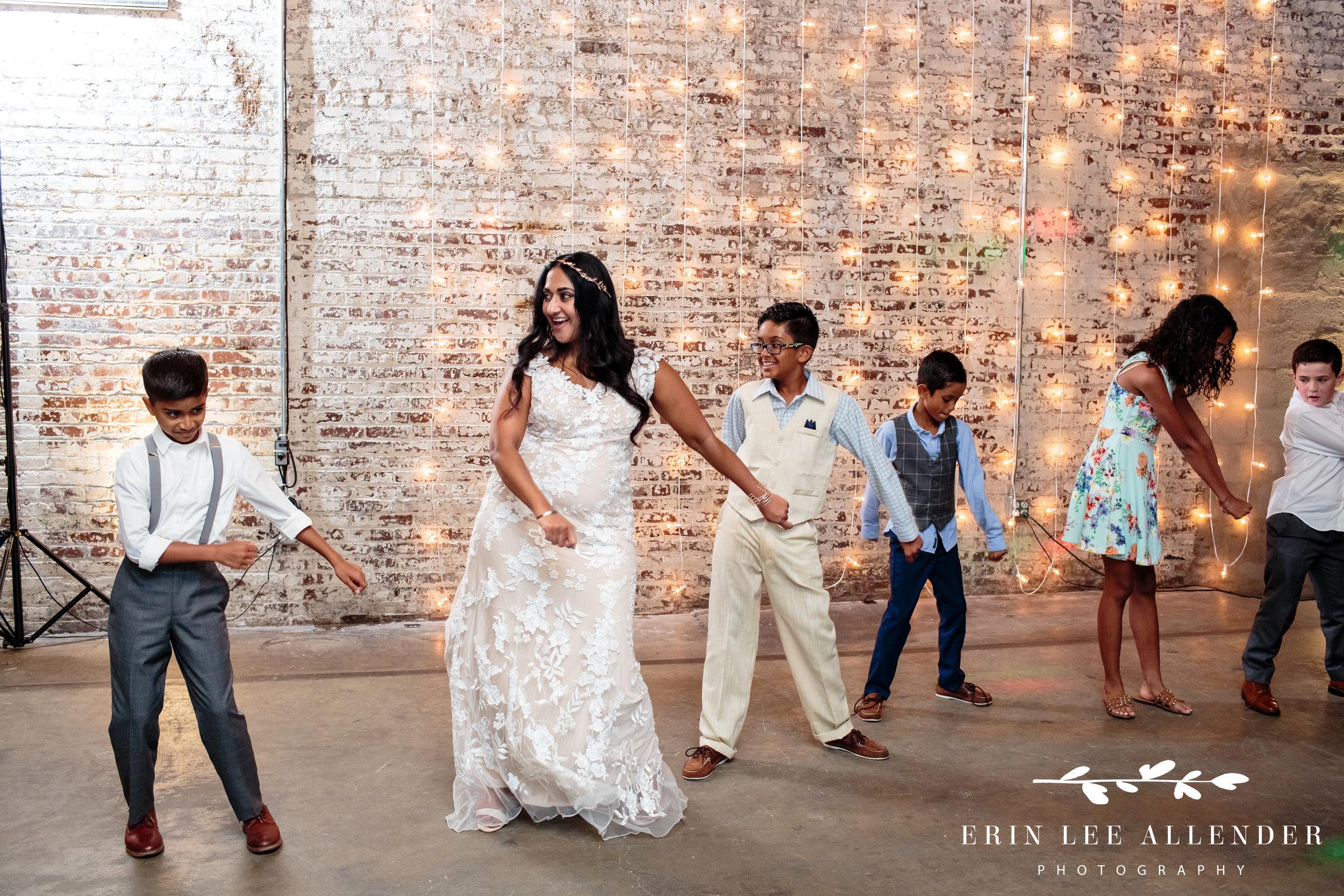 kids-teach-bride-to-floss