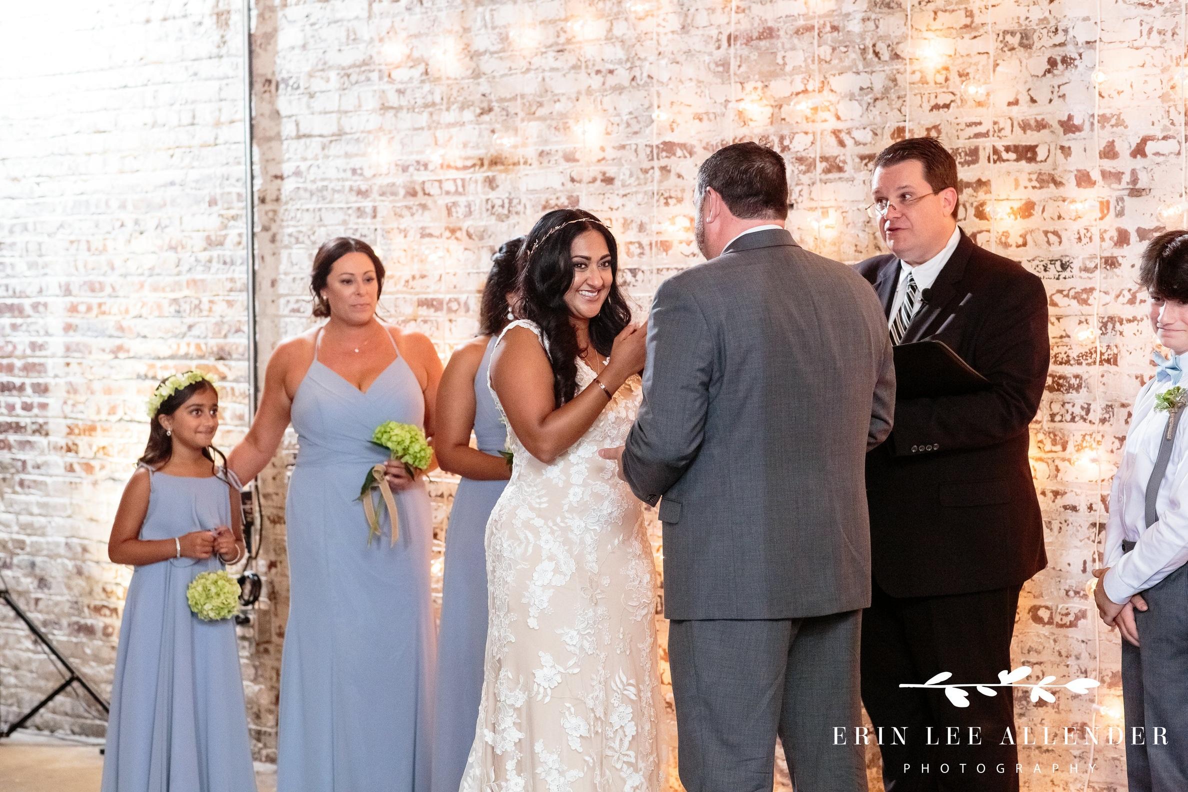 bride-cries-during-ceremony