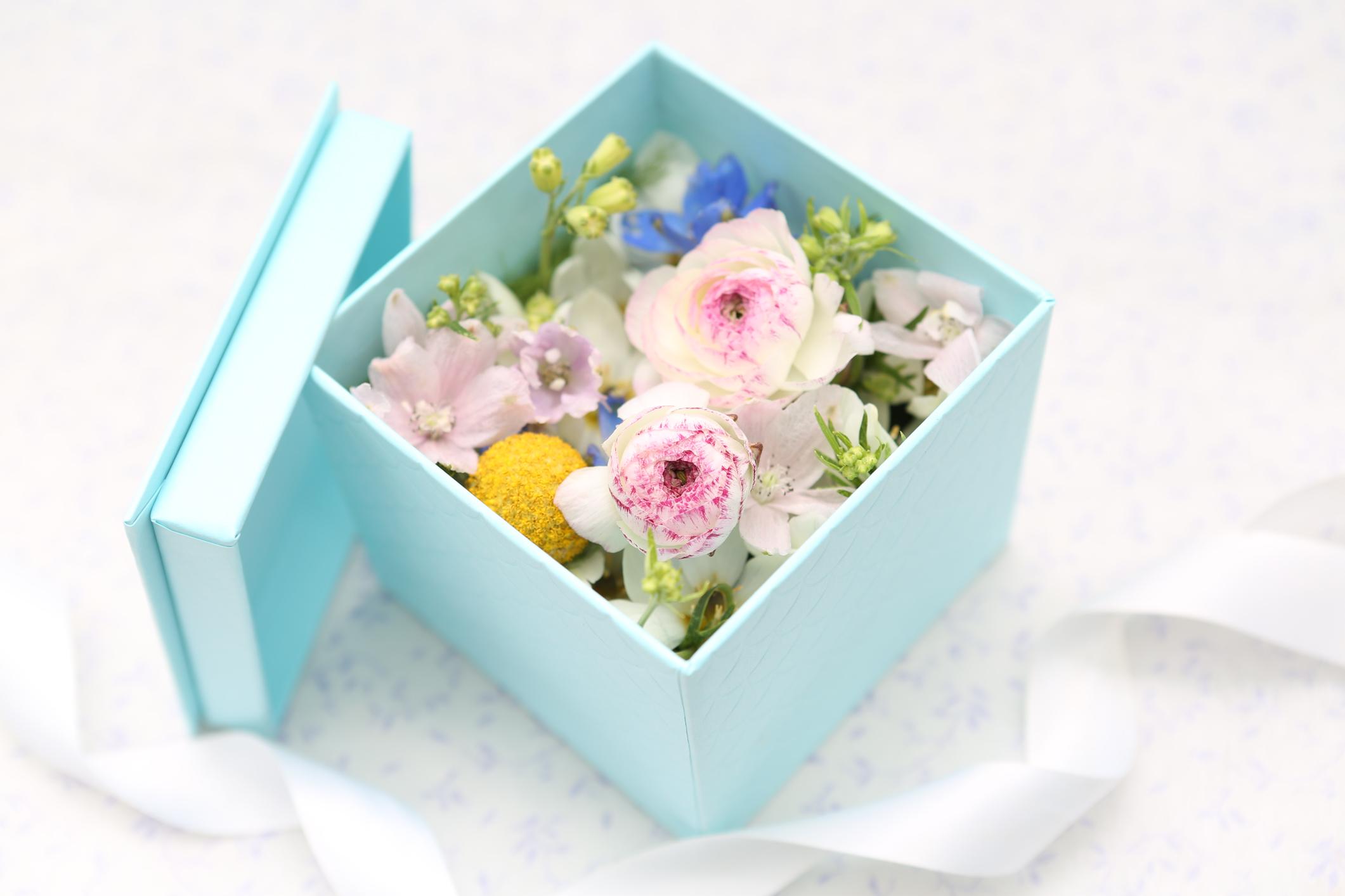 Flower Box Vs Traditional Arrangement Delectable Flowers