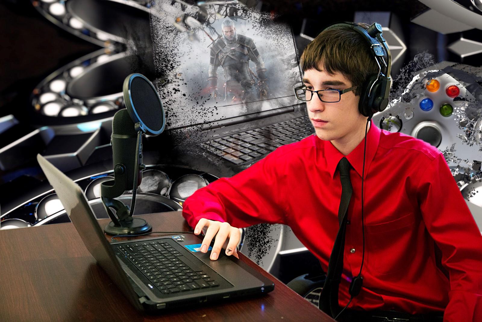 B_gamer redshirt.jpg