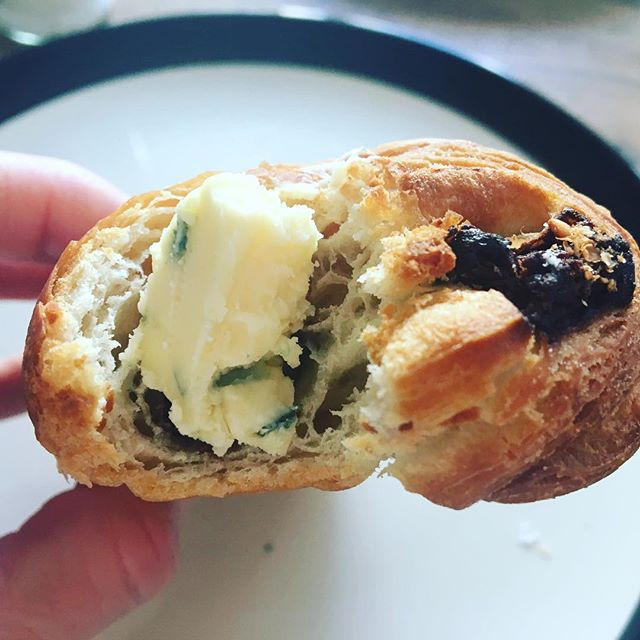 Blasphemy, maybe, but #mikesfancycheese Young Buck on our Saturday morning chocolate croissant is where it's at.  Young Buck is a Stilton-esque, raw cow milk cheese from Northern Ireland.  Small-batch, creamy with a long-finish and magnificent.  Thanks to Matthias @alte_milch for suggesting this for our table. #altemilch #markthalleneun #berlincheese #irishcheese #rawmilk #rawmilkcheese #bluecheese #cheeseandchocolate #berlinfood #berlinfoodie #berlinfoodguide #ooohberlin #kreuzberg #instagood #cheeseberlin #culturecheese