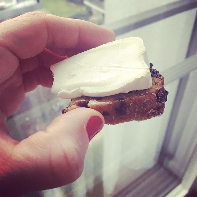 French goat's milk Brie with German Stollen for a snowy breakfast #brie #goatsmilkcheese #goatcheese #stollen #christmascheese #europeancheese #berlincheese #instagood #berlincity #instaberlin #berlinfood #berlinfoodie #berlinfoodguide