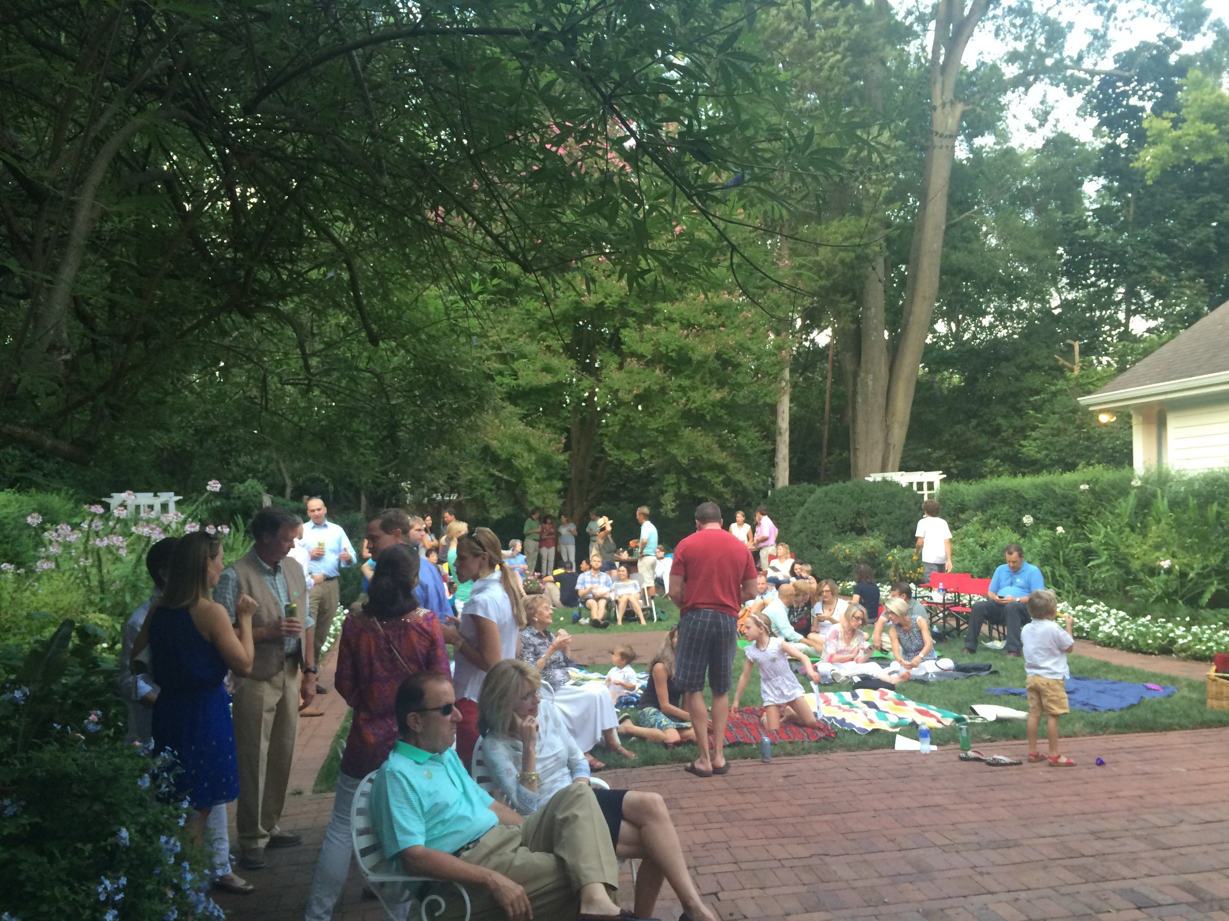 Food Truck and Music in the Garden 2016