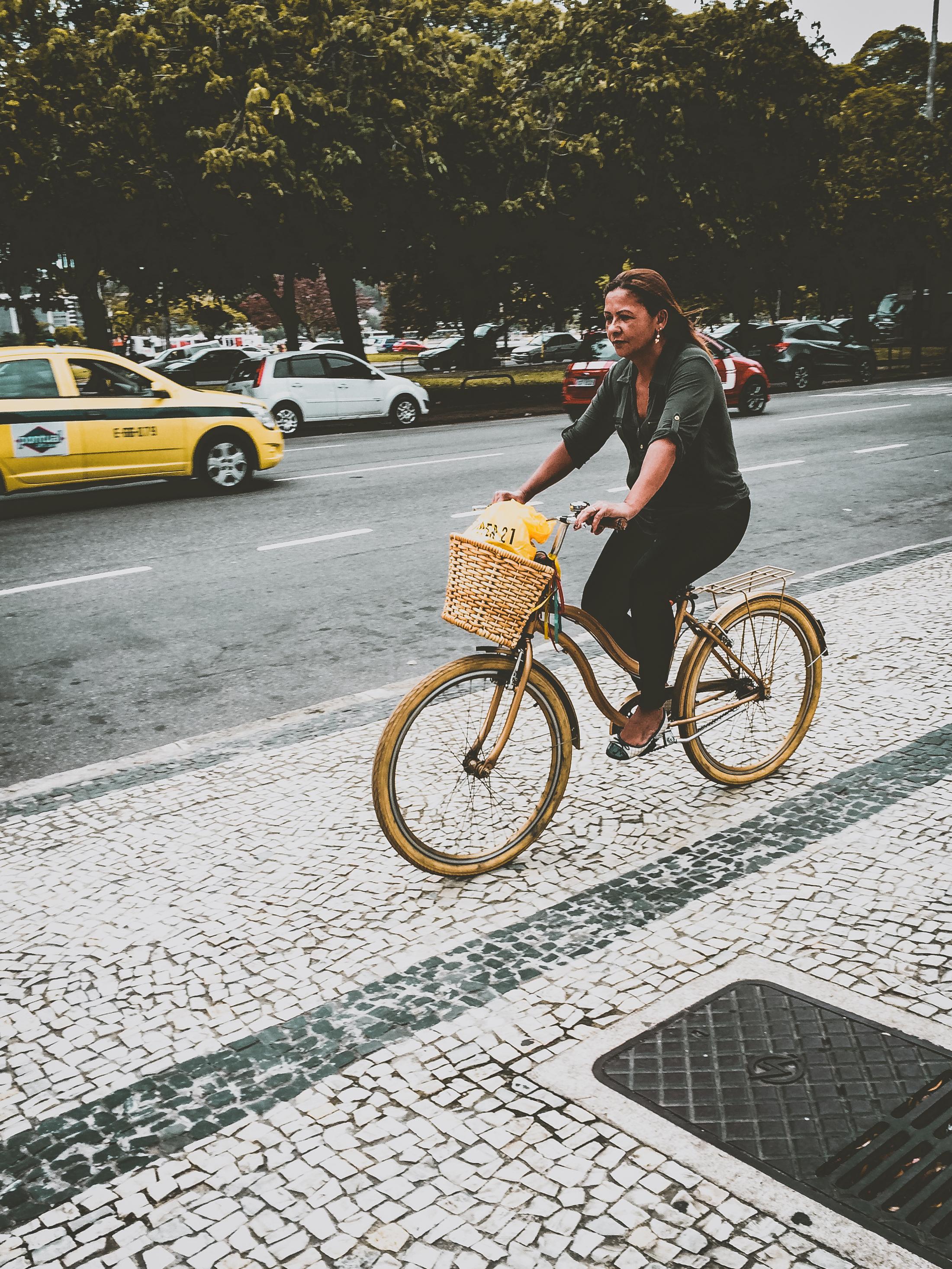 / Yellow wheels
