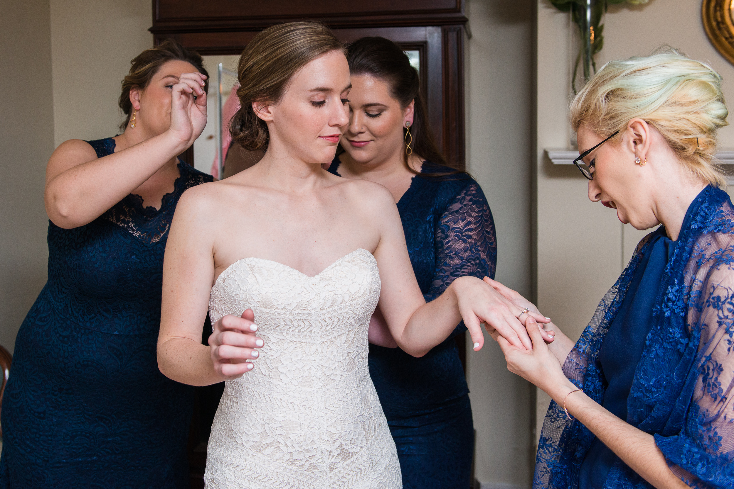 A bride getting ready with her bridesmaids before her wedding at Oatlands Historic House and Gardens in Leesburg, Virginia