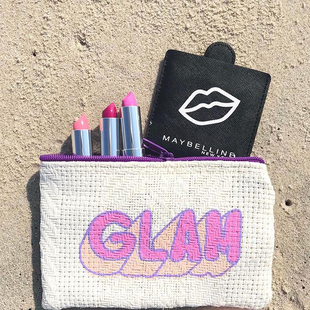 What, you don't bring your lipstick to the beach? 💋 #beachbound⠀ .⠀ .⠀ .⠀ .⠀ .⠀ #AdLippsPromos #promotionalitems #promotionalproducts #creativepromos #womensupportingwomen #babeswhohustle #creativeatheart #bossladies #myunicornlife #createcultivate #livecreatively #creativebusiness #creativeminds #wakeupmakeup #beautyinfluencer #makeupobsessed #pursuepretty #fashionblogger #colorinspo #coloryourworld #livecolorfully #beautyyouseek #4thofjuly #mnymakeuplikethis #babellines #fourthofjuly #custommirrors
