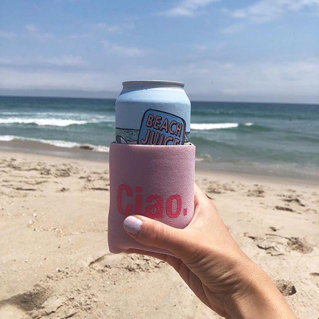 Nothing better than @beachjuicerose on the beach 🏖