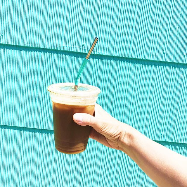 Dreaming of @chameleoncoldbrew on tap @pearlstreetmarket today 😋☕️🥤 Which color straw do you prefer? Mint or coral?