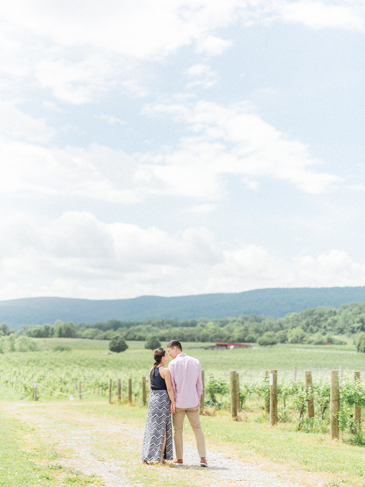 VA-Breaux-Vineyard-Summer-Engagement-10.jpg