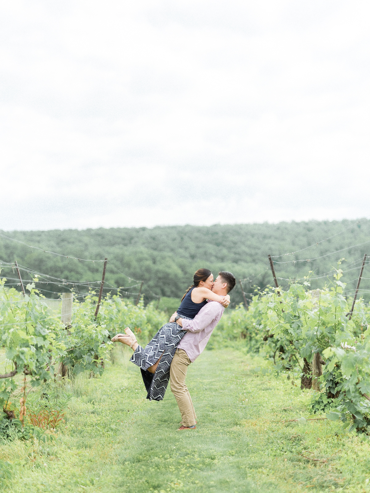 VA-Breaux-Vineyard-Summer-Engagement-4.jpg