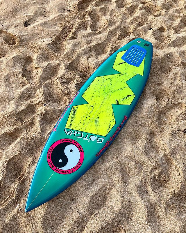 This is a vintage surfboard shaped by legendary north shore shaper Dennis Pang. This beautiful board was shaped back in 1985 under the T&C labels. The amazing Pottz like Airbrush was done by Laura Powers. Truly a beautiful board restored to its original conditions by :  Steve Wilson (foam work) Laura Powers (airbrush) Glassworks (glass job) Dennis Pang (resigning the board) Now a part of the @luisrealcollection