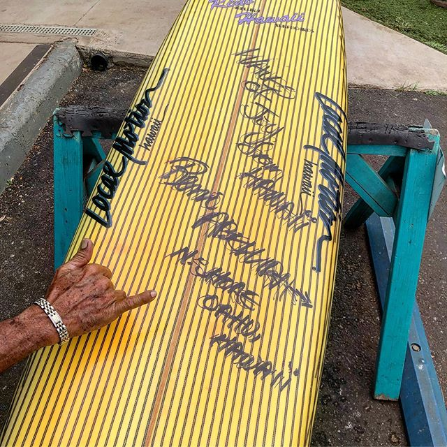 Waves of Joy from Hawaii. Mr Reno Abellira checking out this vintage surfboard he shaped back in the 80's under the Local motion label. This is an all original surfboard shaped by a true Hawaiian master shaper. Now a part of the #luisrealcollection