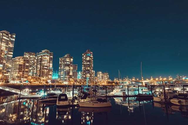 Unfortunately I don't tend to get out at night with my tripod too often. But as a city full of photographers gathered to capture the blood moon, it was just the incentive I needed to enjoy the chilly night and capture beautiful Vancouver. • • • • #vancouver #vancity #longexpoelite #longexposure_shots #amazing_longexpo #yvr #astrophotography #instacity #longexpo #urbanphotography #city_explore #citybestpics #vancouverisawesome #vancitybuzz #vancityhype #explorebc #veryvancouver #igersvancouver #vancouvercanada #dailyhivevan #mustbevancouver #explorecanada #vancitynow #downtownvancouver #yaletown #discovervancouver #longexposureoftheday #lazyshutters #slowshutter #ic_longexpo