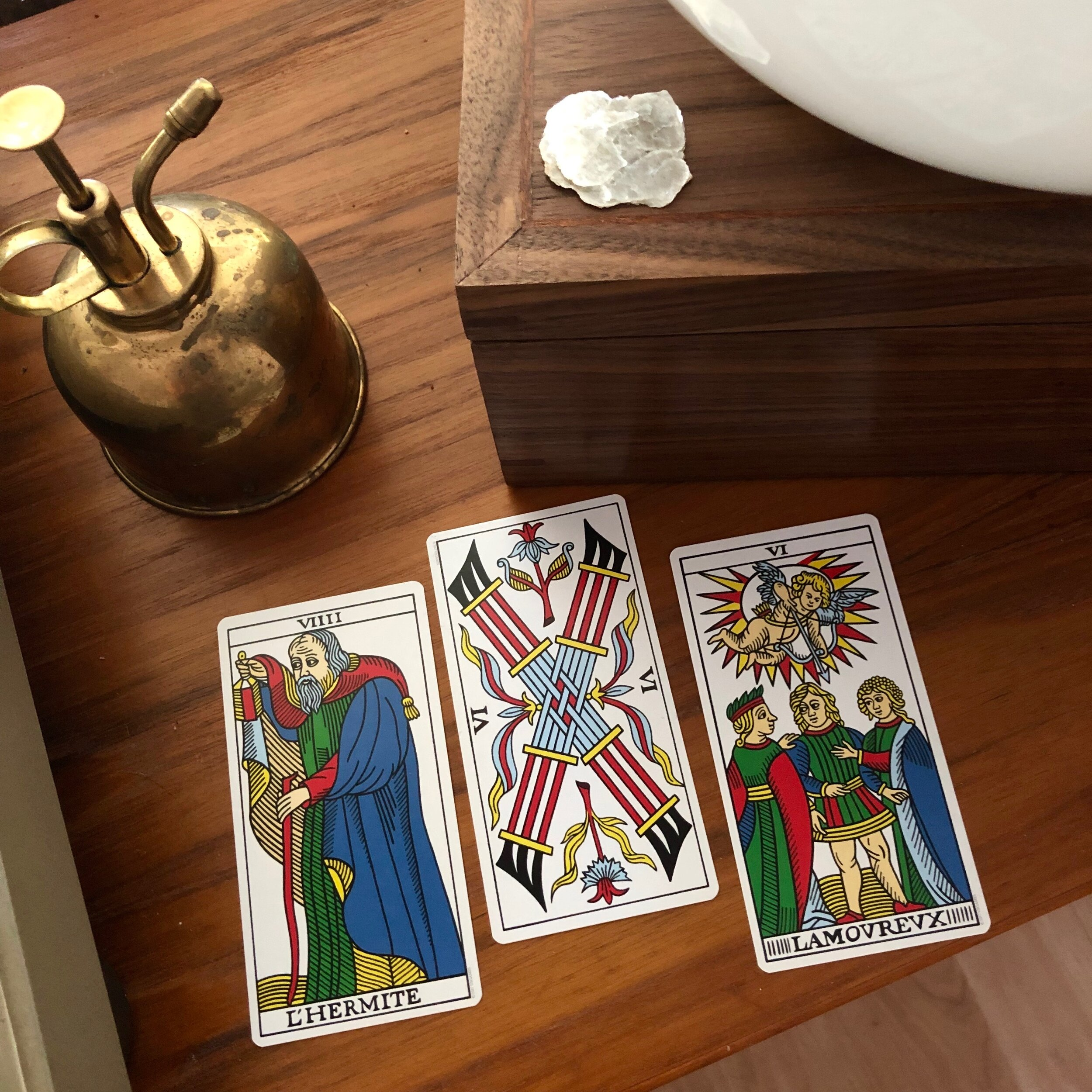 Three Card reading cbd marseille the hermit six of wands the lovers