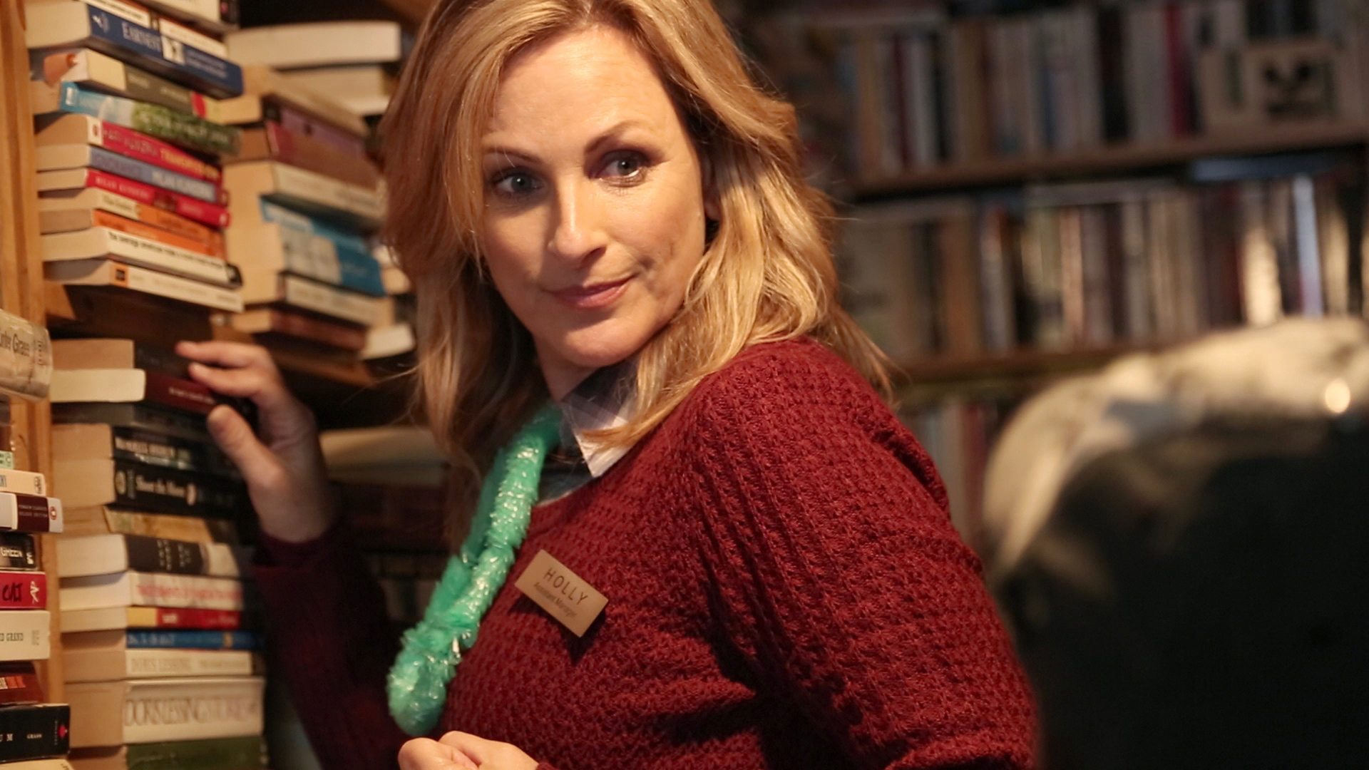 MARLEE MATLIN as Holly