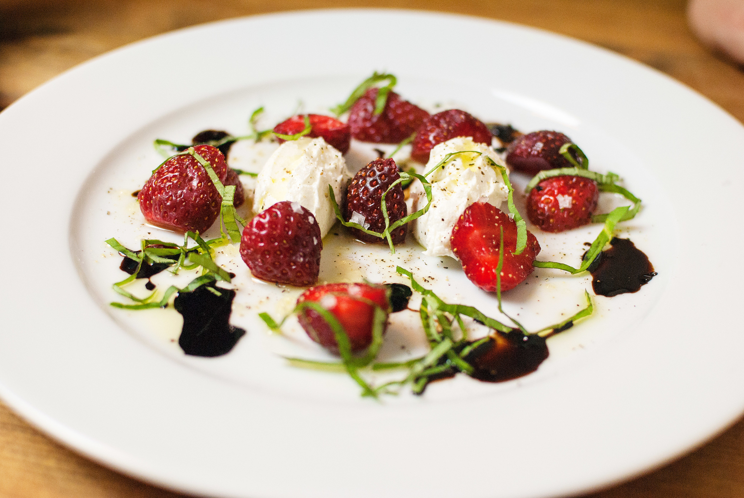 strawberry-caprese-salad-03