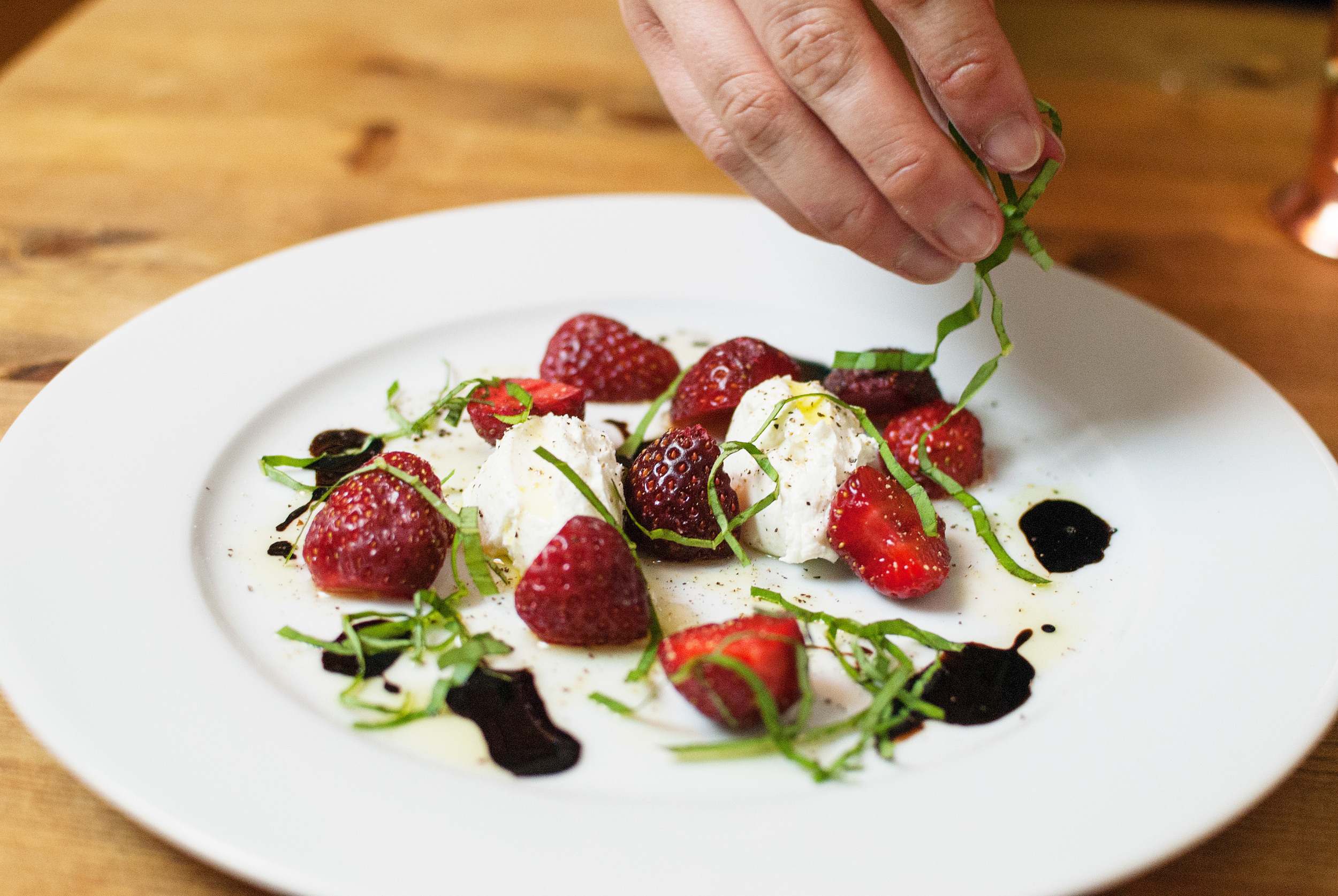 strawberry-caprese-salad-04