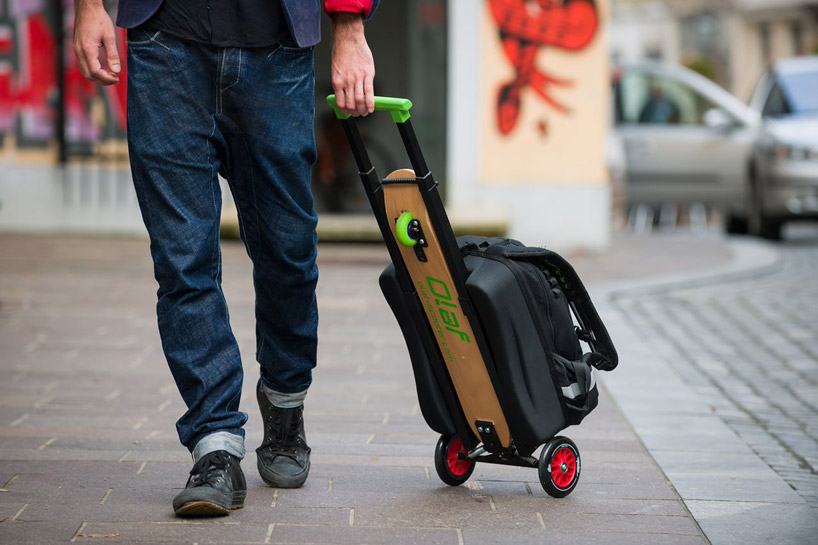olaf-scooter-longboard-backpack-designboom-09.jpg