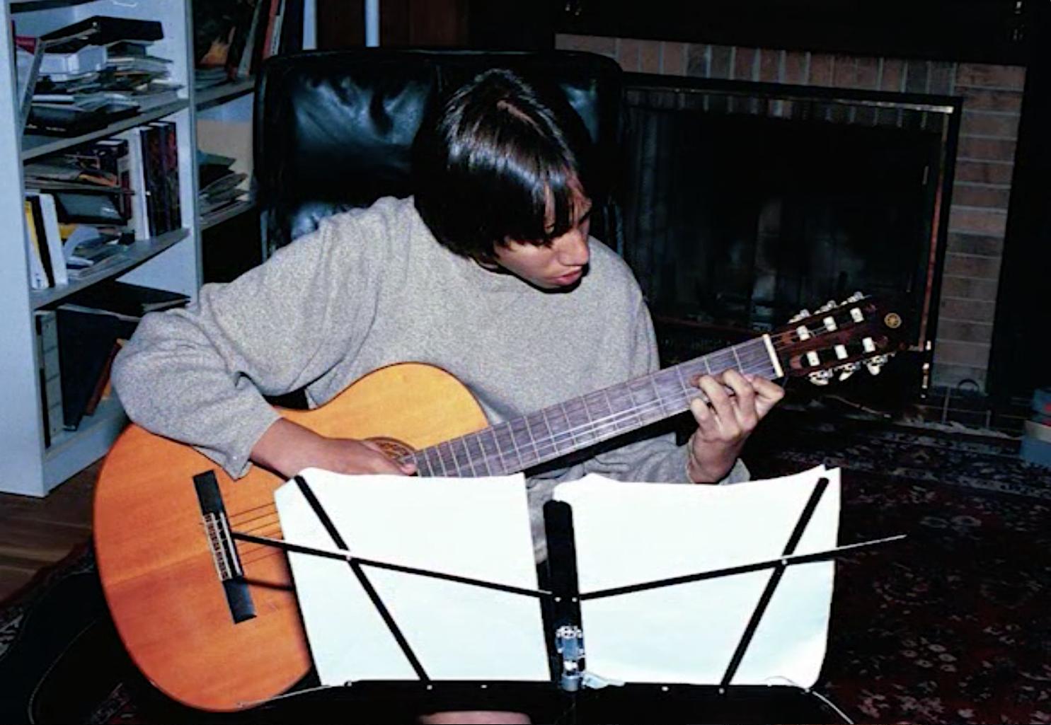 mb tween guitar.png