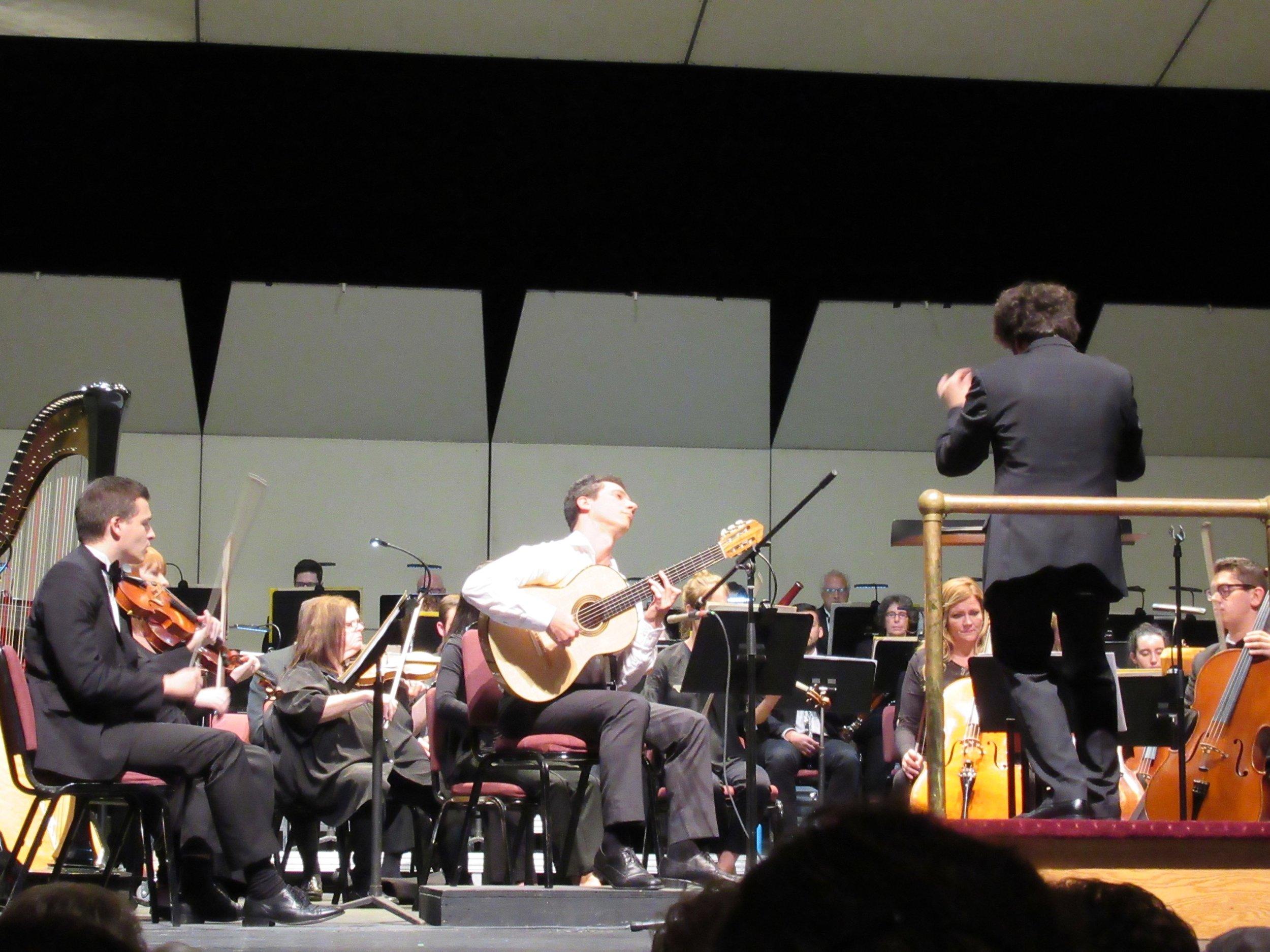 Grisha Goryachev plays Rodrigo's Concierto d'Aranjuez with the Mansfield Symphony and Octavio Más-Arocas at the podium.