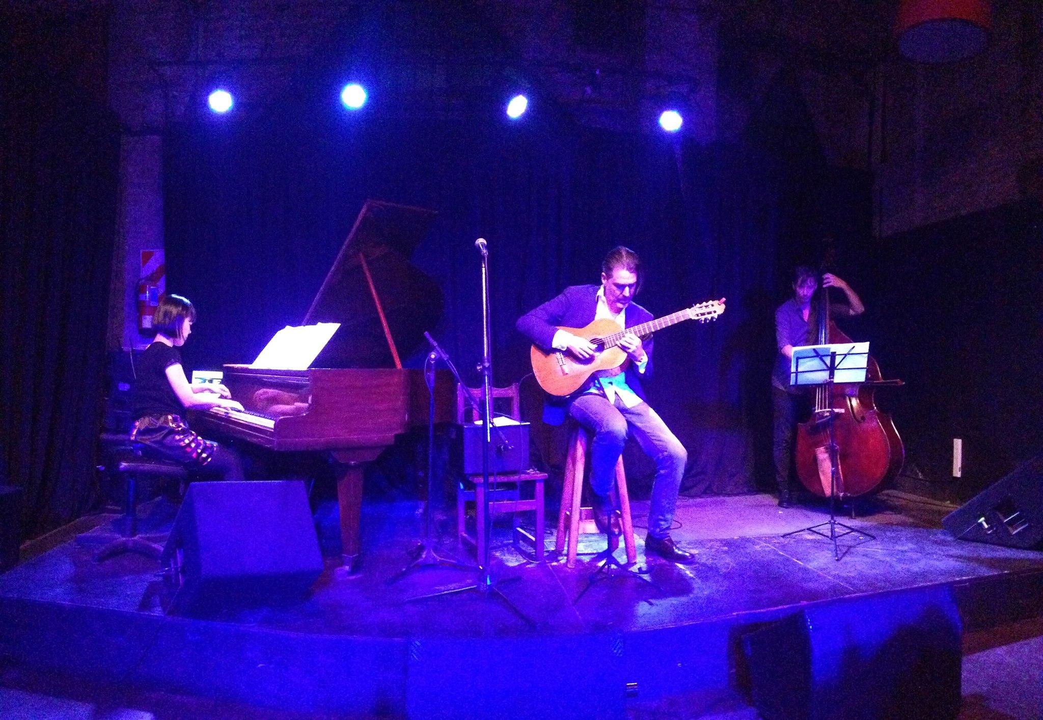 2017 - Adam Tully Trio album release concert at Oliverio Girondo, Buenos Aires
