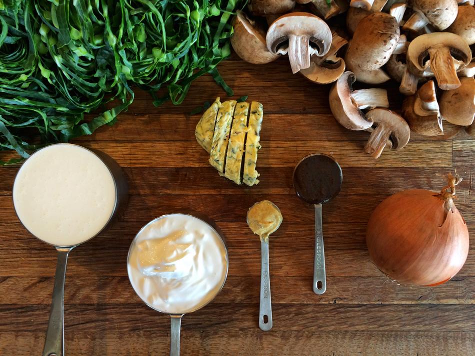 Keto stroganoff recipe with mushrooms for keto pasta recipes and ketogenic diet. Vegetarian mushroom stroganoff recipe for low carb diets.
