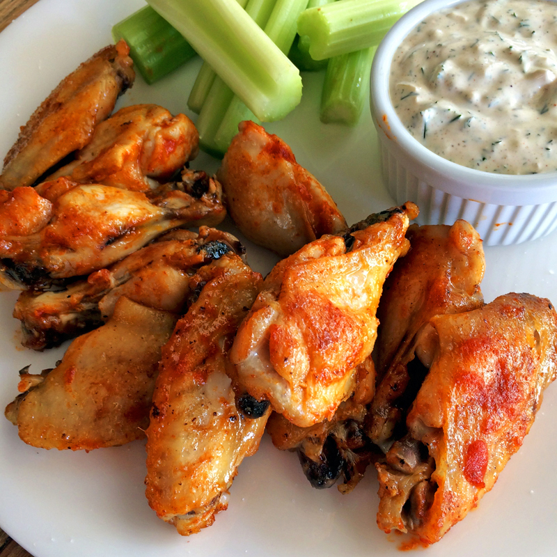 Keto chicken wings and keto buffalo wings recipe with homemade ranch dressing. Make keto ranch dressing and low carb chicken wings on the ketogenic diet.