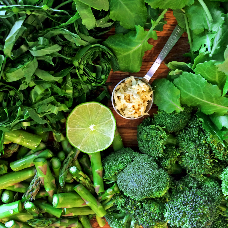 Easy keto stir fry recipe for ketogenic recipes and asian veggie stir fry recipes. Enjoy this vegetarian stir fry on the keto diet.
