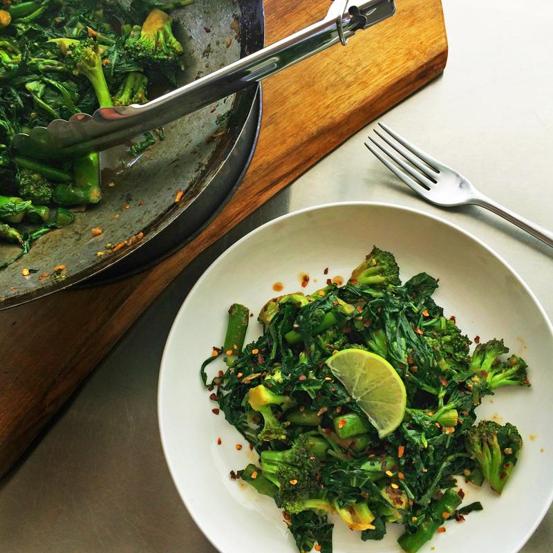 Keto stir fry recipe with vegetables for ketogenic family dinners. Enjoy this veggie stir fry on the keto diet.