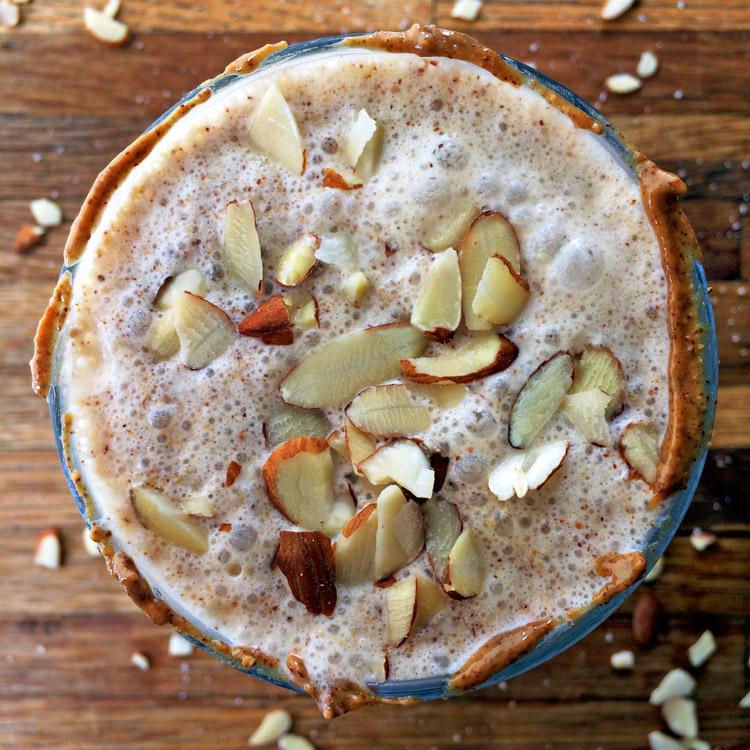 Almond keto vanilla milkshake for losing weight. Make this low carb vanilla shake on your diet.