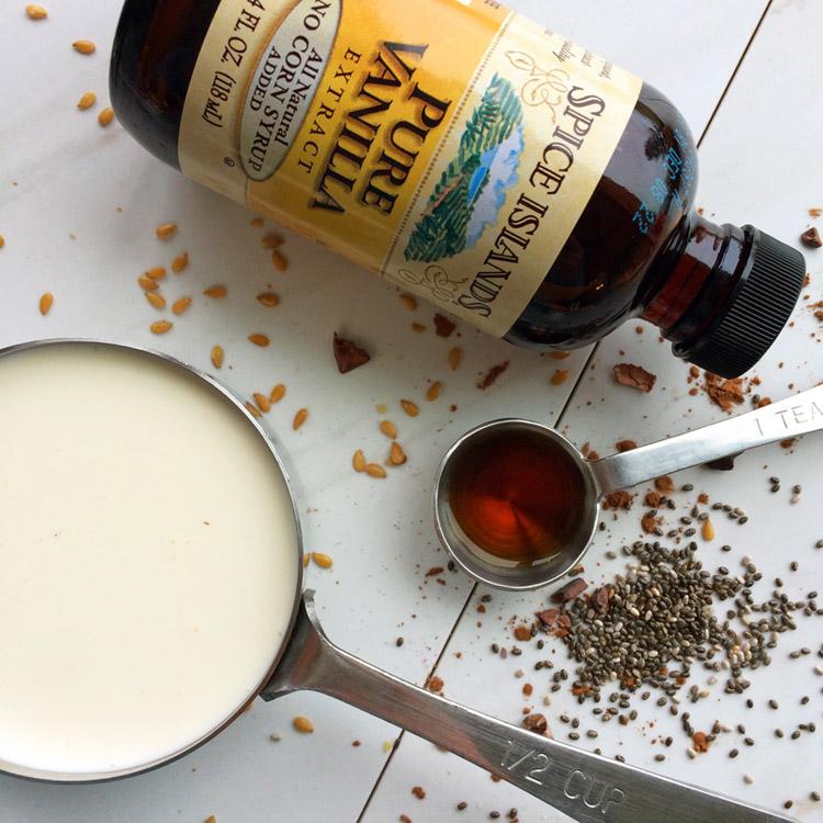 Easy keto dessert and vanilla keto milkshake recipes for keto shakes. Low carb milkshake with vanilla for the ketogenic diet.