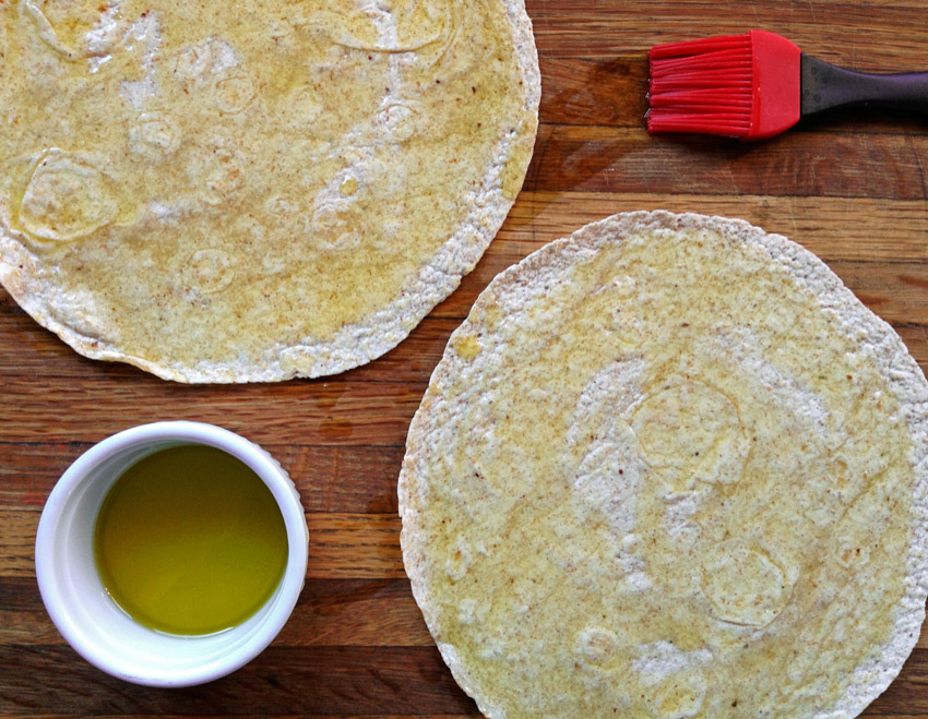 Easy keto pizza crust with tortillas and keto pizza recipe for dinner. Lose weight on the ketogenic diet.