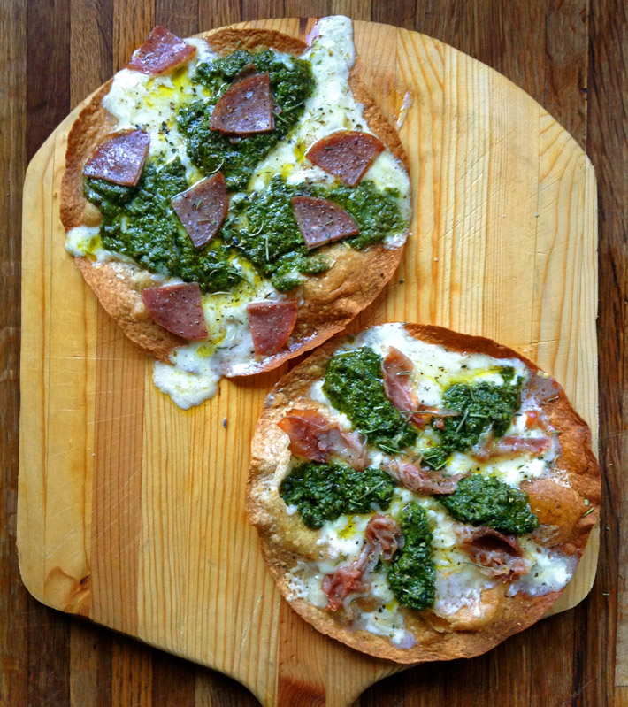Lose weight with this recipe on the ketogenic diet. Use high fiber tortillas with fatty pizza ingredients.
