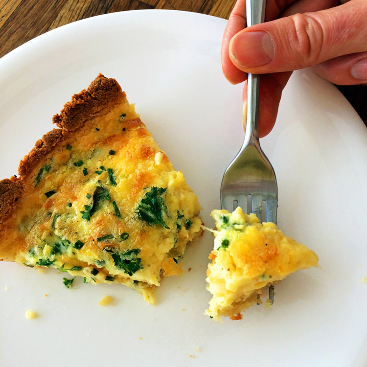 One piece of ketogenic quiche for the keto diet. Make keto breakfast quiche for easy meals.