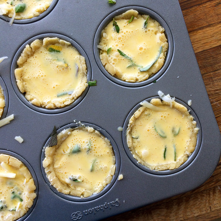 Mini quiche muffins and easy keto quiche recipe for breakfast. Make these low carb quiches for lunch too.