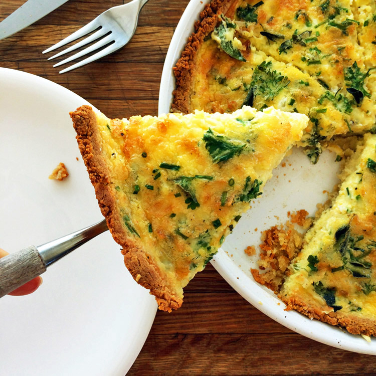 Keto breakfast quiche and easy keto quiche for lunch. Make this low carb recipe on the ketogenic diet.