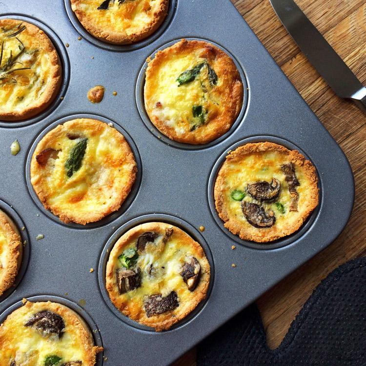 Mini keto quiche muffins recipe. Use this ketogenic recipe for lunch or breakfast.
