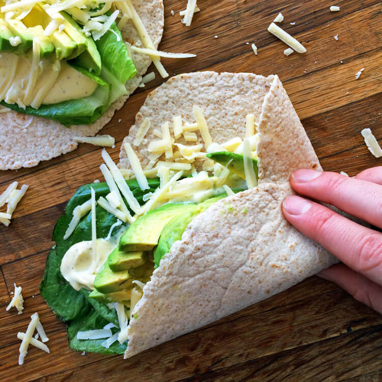 Quick and easy keto lunch recipes for weight loss. Make low carb wraps on the ketogenic diet with high fiber tortillas and avocado.