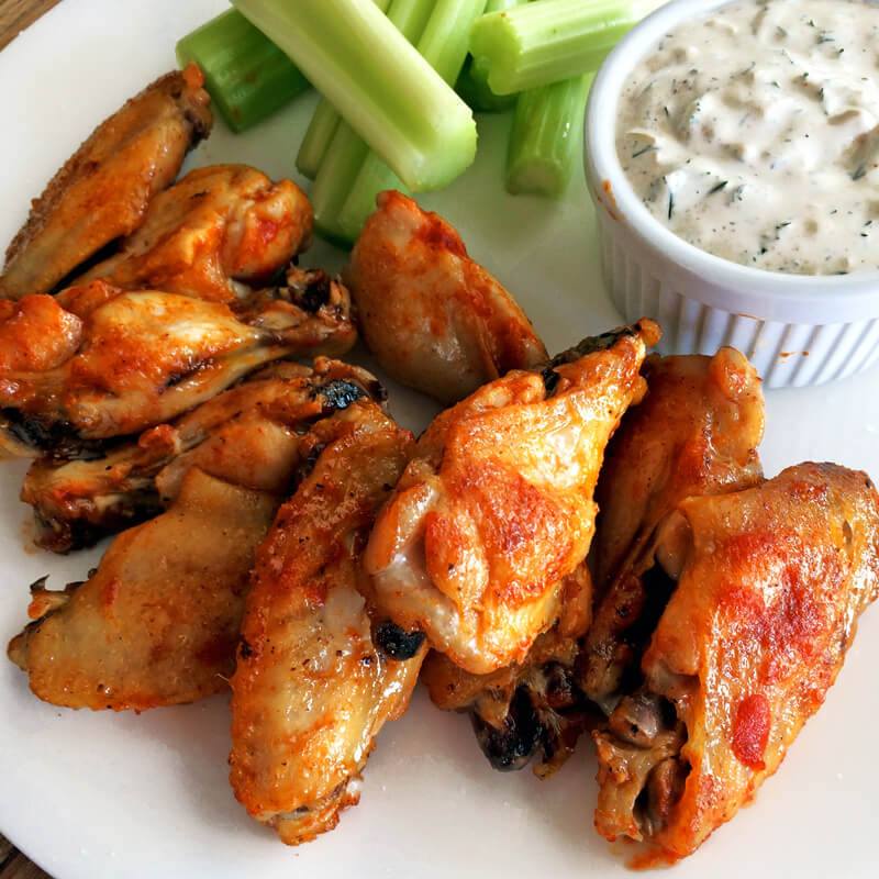 Simple and easy keto lunch ideas and recipes. Make chicken wings with ranch for a ketogenic lunch and diet.