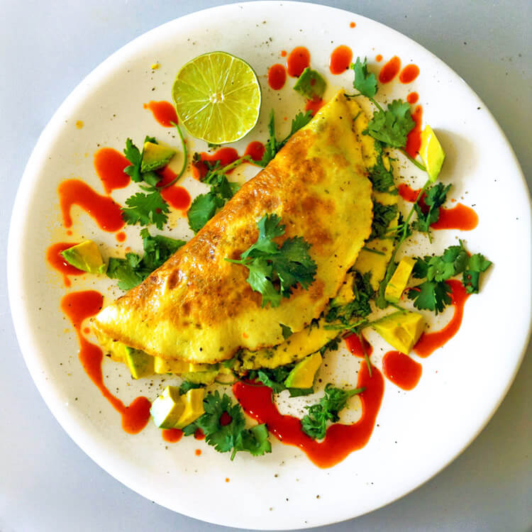 Simple keto breakfast recipes and meals for weight loss. Make a keto omelette on your ketogenic diet with avocado.