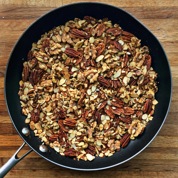 Easy keto cereal recipe for breakfast and ketogenic diet. Use nuts and seeds to make low carb cereal. Use walnuts, pecans, and almonds.