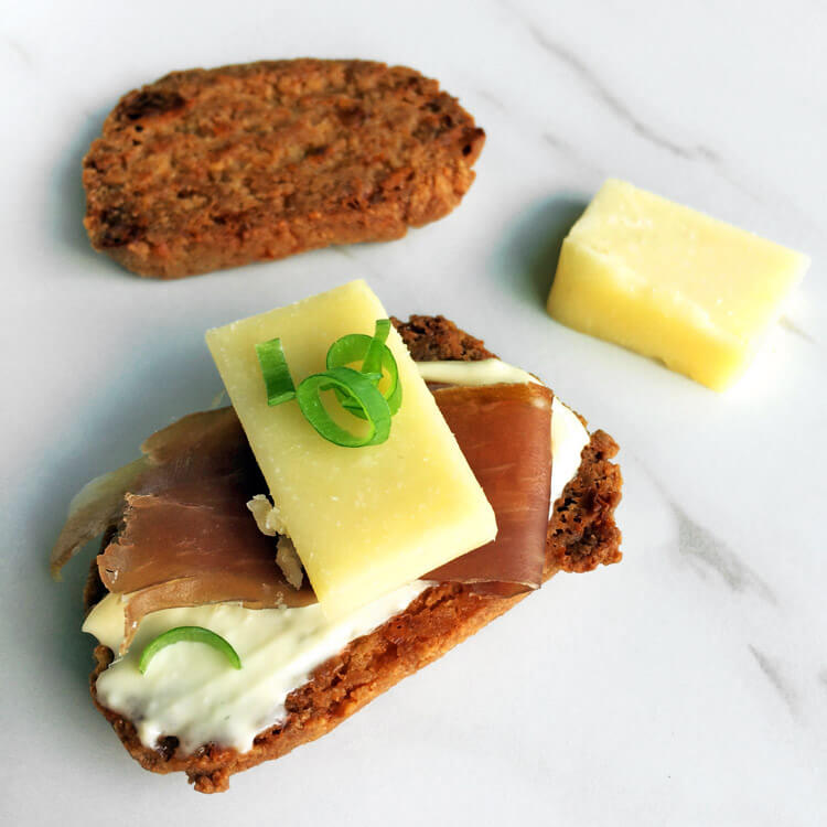 Keto friendly crackers ketogenic meals. Lose weight by eating keto cheese crackers.