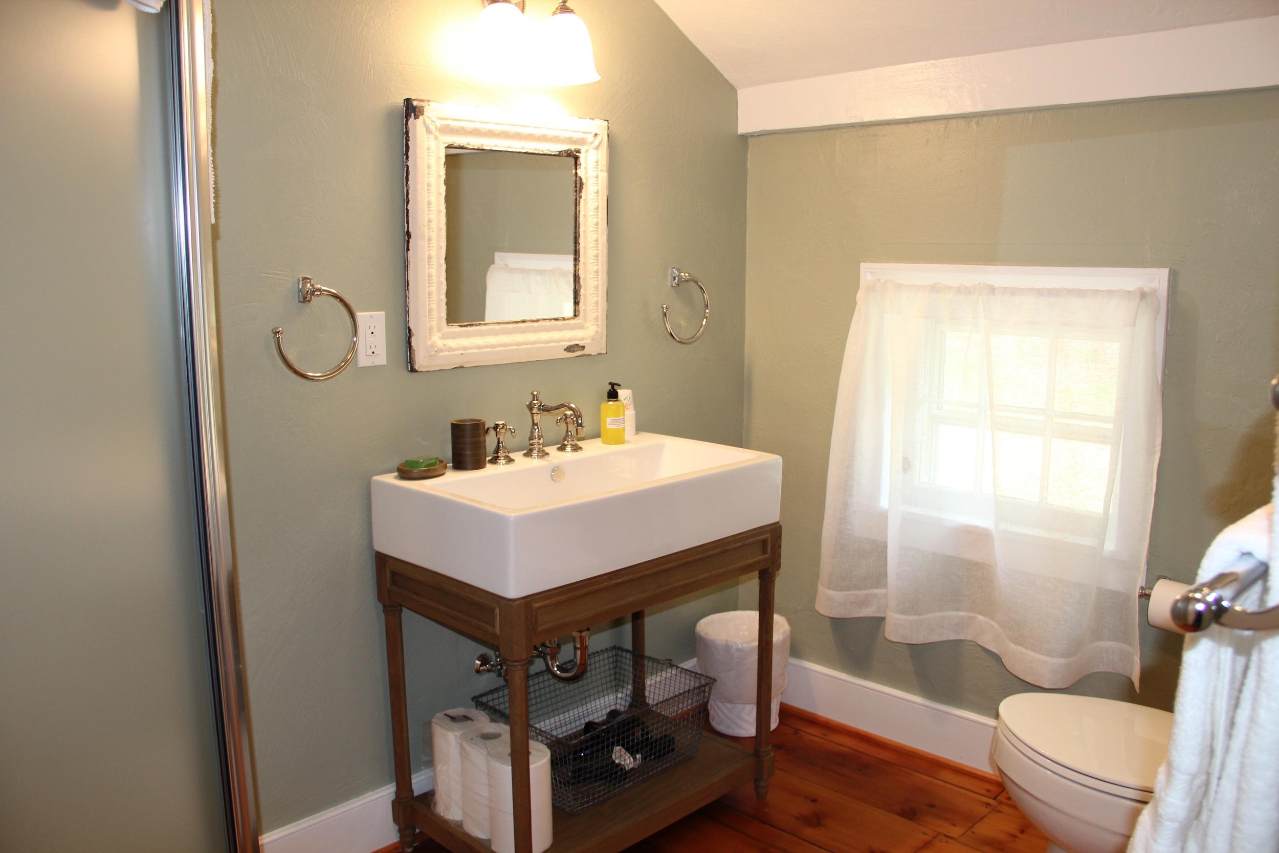 Hall Bath 2nd Floor - no hand towels # 41.jpg
