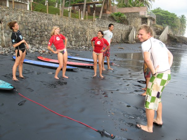 Surf Guide Mike giving a Learn-To-Surf class at El Zonte