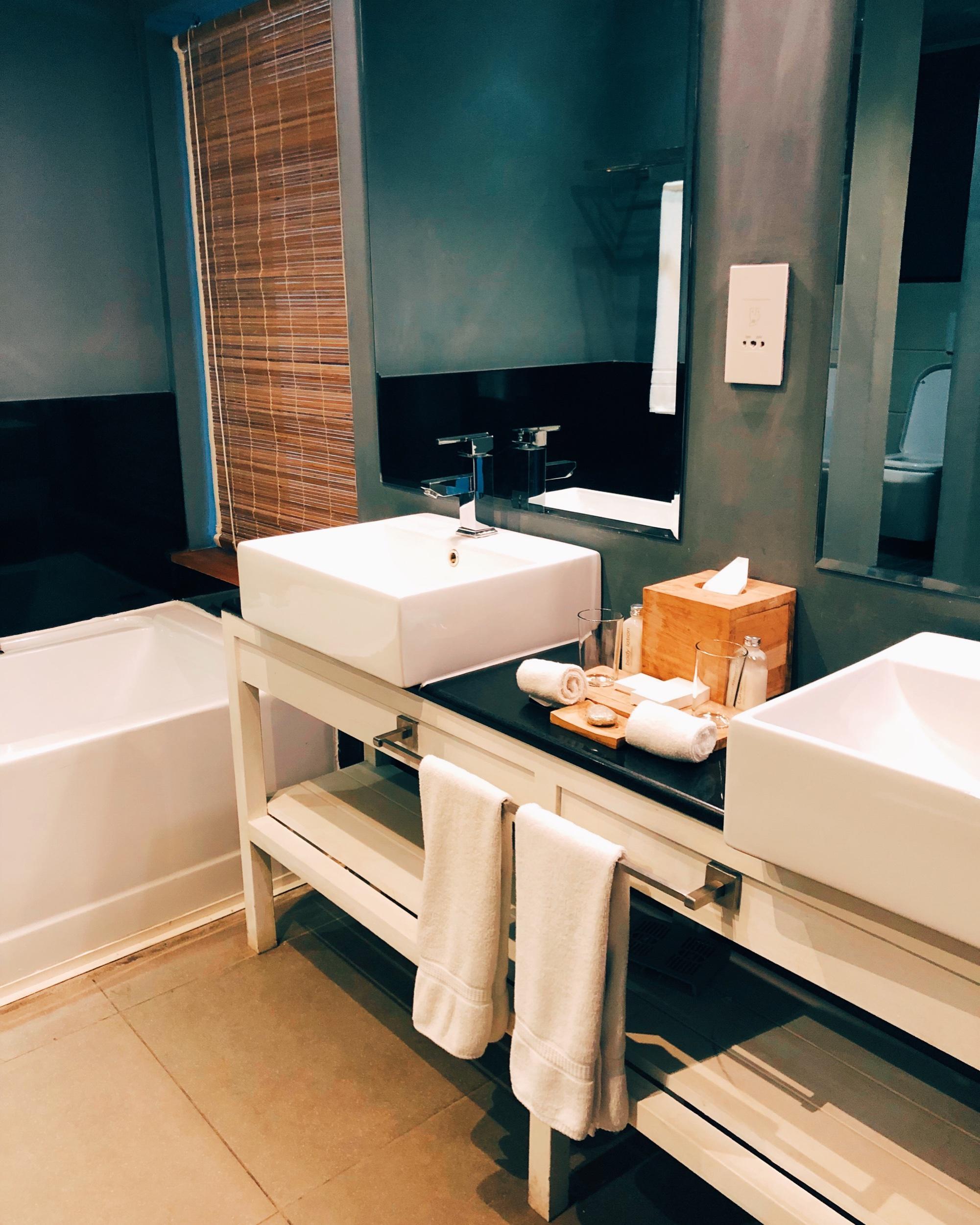 The Ravenala Attitude Hotel - bathroom