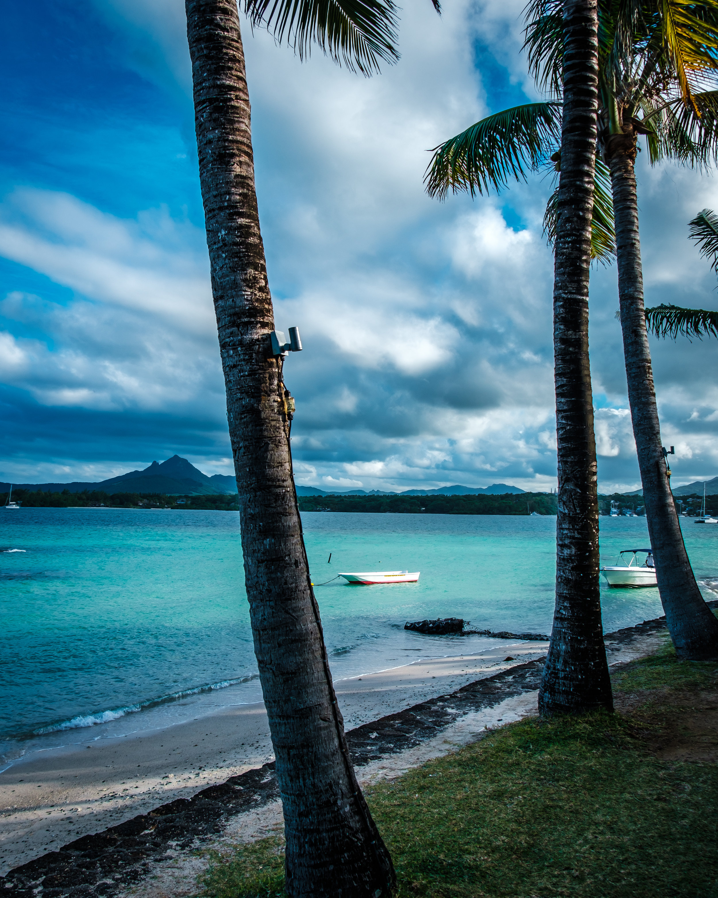 Tropical Attitude Hotel beach