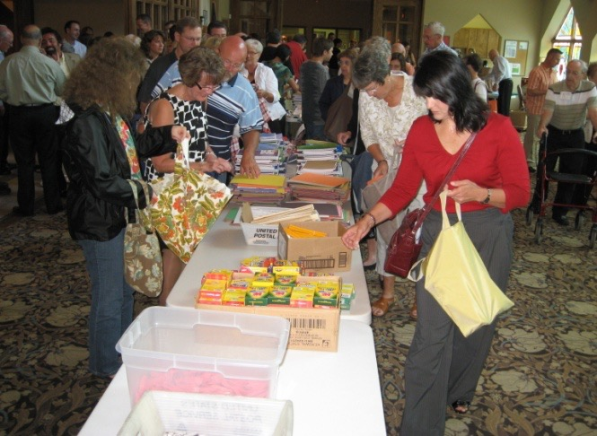 The congregation fills school kits